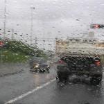 Sfaturi pentru a conduce in siguranta pe vreme ploioasa
