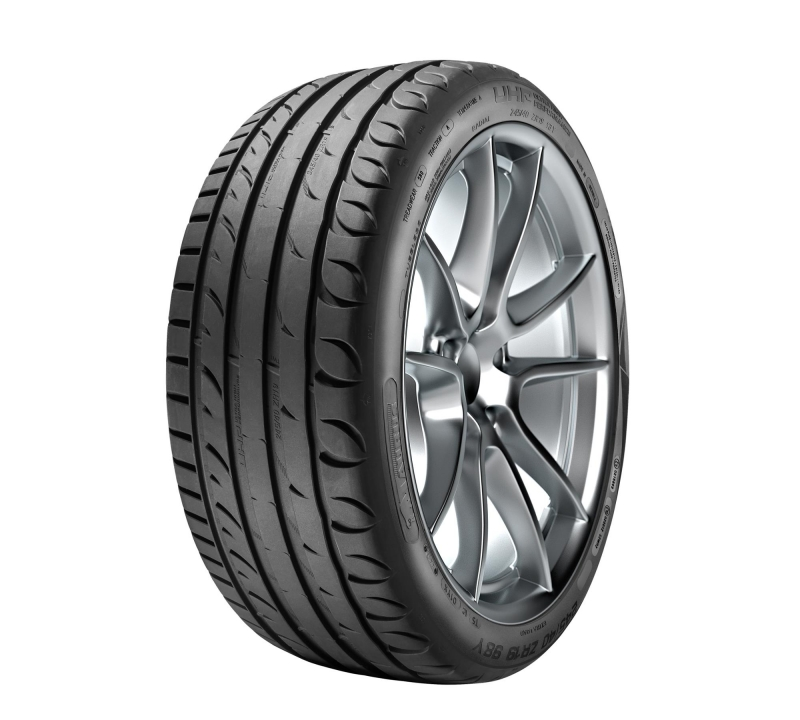 TAURUS ULTRA HIGH PERFORMANCE XL 225/45 R18 95W